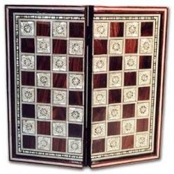 G207: Backgammon und Schachspiel